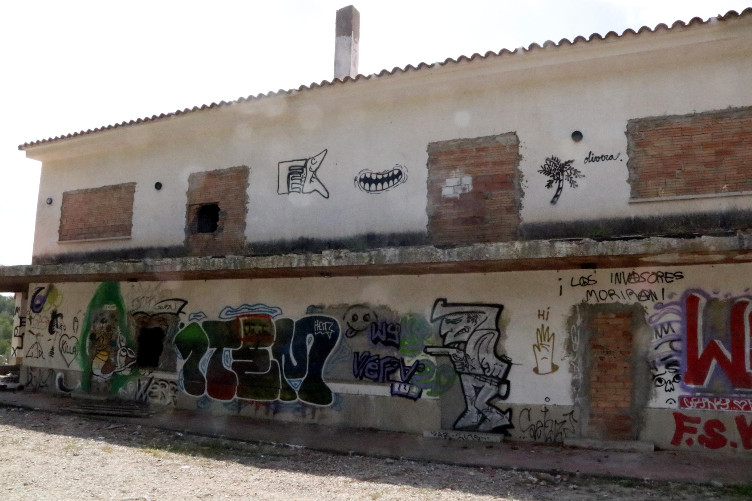 Restaurant abandonat a la urbanització Mar de Riudecanyes