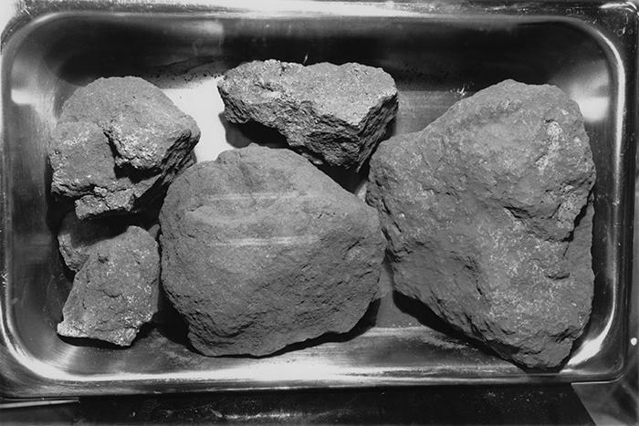 Mostra de roques recollides a la Lluna
