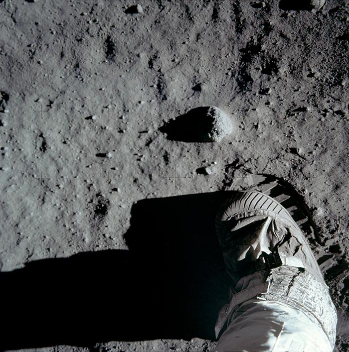 Petjada d'Aldrin a la Lluna. No és, per tant, la primera petjada de l'home a la Lluna