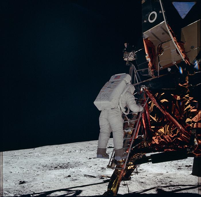 Aldrin baixant a la Lluna